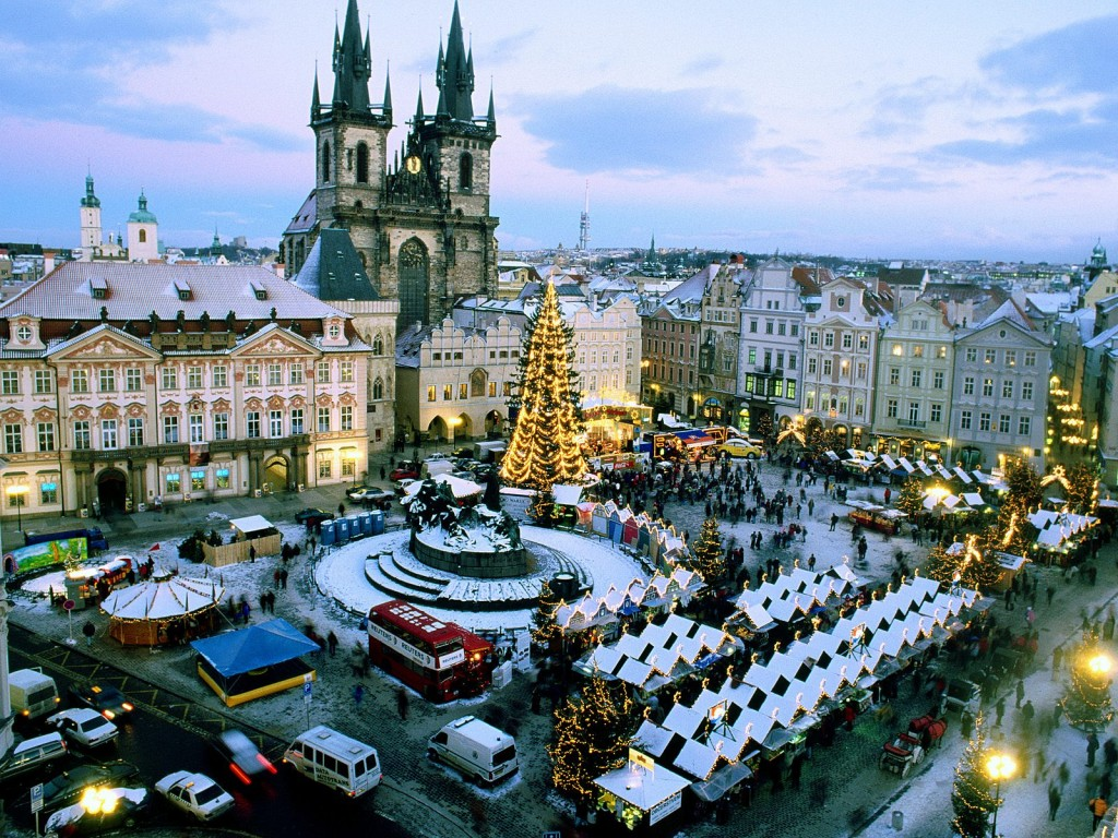 Christmas-Market-Old-Town-Square,_Prague-Czech-Republic