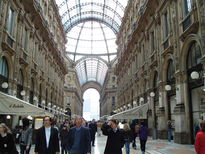 Shopping in milan and rome for Milan outlet shopping