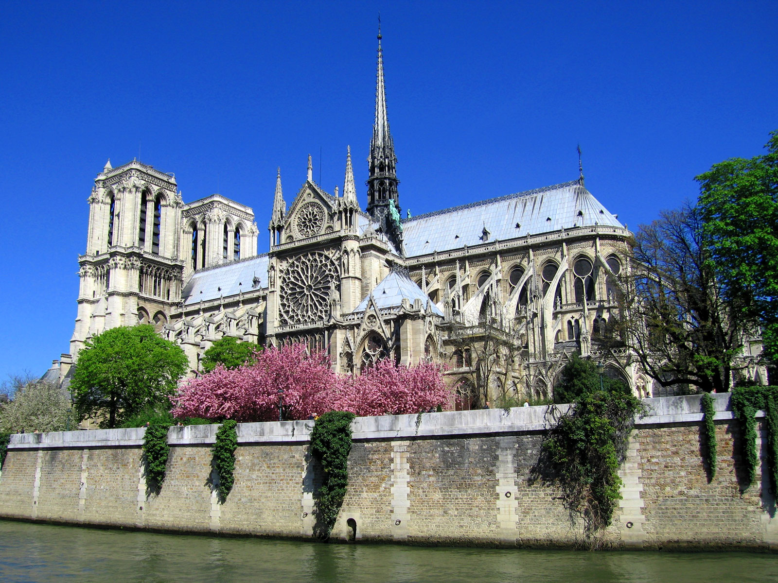 Très Notre Dame de Paris – the Spiritual Heart of Paris | TravelVivi.com RZ43