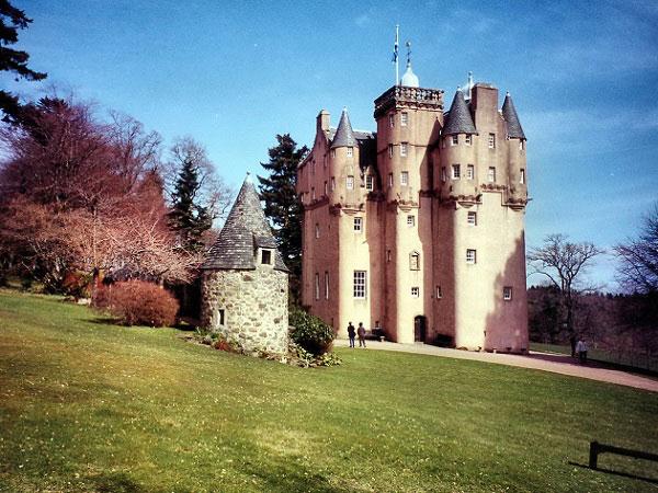 Famous Scottish Castles To Visit Travelvivi Com