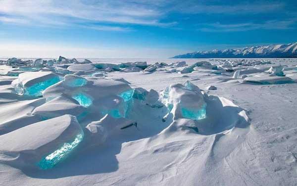 http://www.travelvivi.com/wp-content/uploads/2013/05/Lake-Baikal.jpg