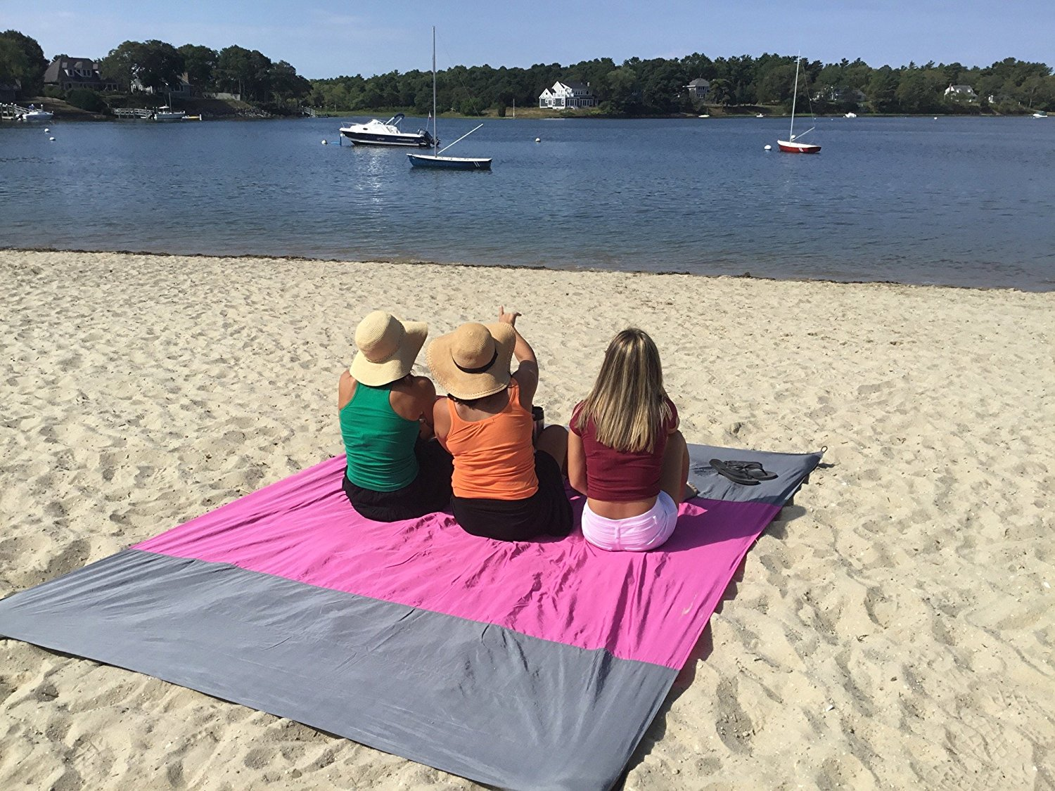 8acfb929c6 Best Oversized Beach Blankets to Have a Great Time on The Beach